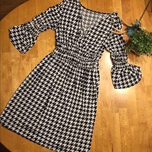 Dresses & Skirts - Pretty houndstooth dress